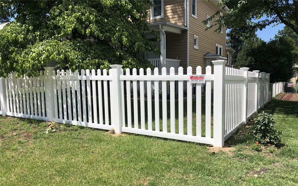 vinyl picket fencing for dogs