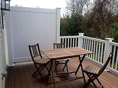 Composite Deck with vinyl privacy panel