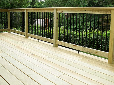 Wood Deck with aluminum balusters
