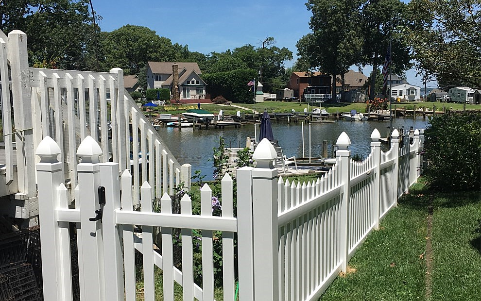40 Of Pvc Vinyl Louisville Victorian Picket Fence Straight Top 4 H X 8 W Wayside Fence Company