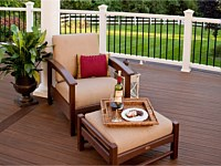 <b>Trex Transcend with feature board, white composite railing with black aluminum balusters and white pergola</b>