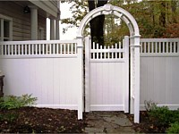 <b>PVC Privacy Fence - 6 Foot White Vinyl Privacy Fence with Closed Top Spindle and Scalloped Dipped Single Gate and Arbor</b>