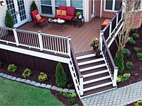 <b>Trex Decking in Saddle and Woodland Brown with Transcend Railing</b>