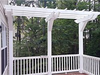 <b>A trellis will give your deck a unique design that is different from others and may also be used for hanging baskets. </b>