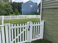 <b>4 foot high Contemporary Straight Top Vinyl Picket Fence with Gate</b>