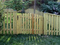 <b>Square Top Spaced Picket Fence with Arched Gate</b>
