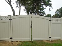 <b>Tan Vinyl Privacy Fencing with Lattice top and double arched gate</b>