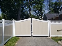 <b>Tan and White Two Tone Vinyl Privacy Fence with Lattice Top and Arched Drive Gate</b>