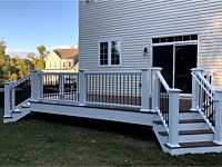 <b>pele Deck with White TimberTech Permier Handrail with Round Aluminum Hammered Bronze Balusters</b>